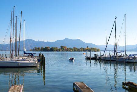 Segelboote Parken in den Chiemsee See Pier, Deutschland Standard-Bild - 7348654