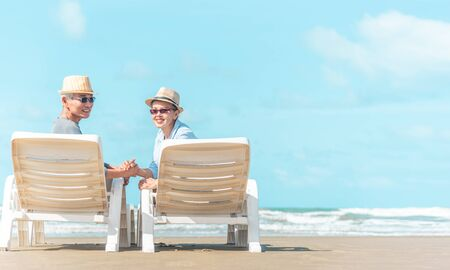 Senior caucasian couple sitting on bench near the sea and hugging. Horizontal shape, rear view, copy space Banque d'images - 131853143