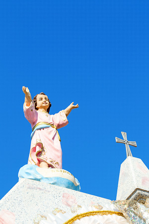 arms wide open: Vertical image in color of a tomb with jesus arms wide open