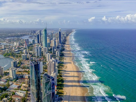 City skyline on the Gold Coast beach Imagens