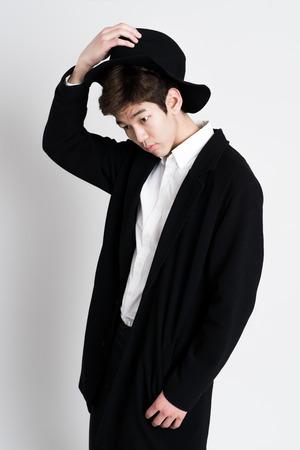 poses de modelos: Retrato del hombre asi�tico