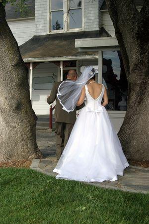 BackVieW de Bride and Groom après la cérémonie de mariage  Banque d'images - 404966