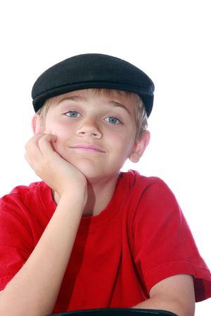 Cute jeune garçon portait entre Paperboy casquette et chemise rouge, isolé sur blanc. Banque d'images - 3593994