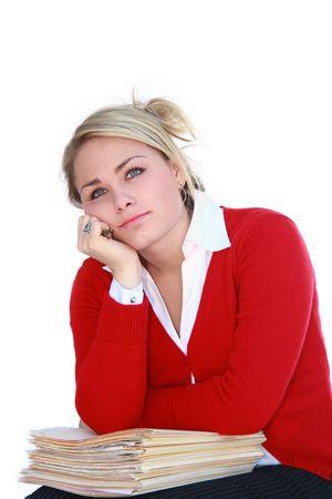 Jolie blonde travailleur jour rêver plus d'une pile de dossiers. Banque d'images - 3593995