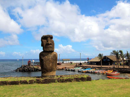 rapanui: Easter island and the sculptures of faces