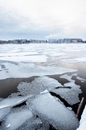 thin ice: Thin ice at lake