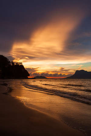 Beautiful sunset at beach in Bako national park Borneo Malaysia 免版税图像