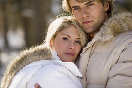 Couple hugging outdoors in winter LANG_EVOIMAGES