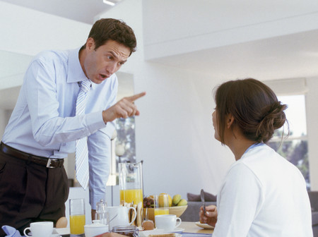 View of man pointing sternly at girlfriend LANG_EVOIMAGES