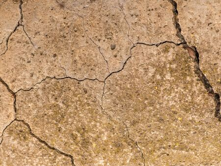 Old concrete cement with cracks and natural destruction from time and weather conditions 免版税图像
