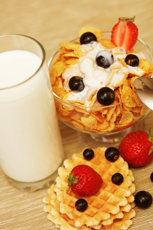 black currants: Breakfast - cornflakes with glass of milk. Wafes, black currants and strawberries.