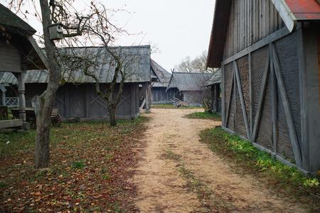 Sandy trail in an old historic village in autumn. Cinevilla, Latvia. Stockfoto