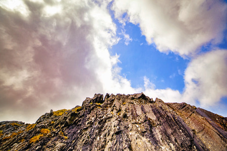 Cloudy blue sky above the top of a mountain. Ireland. Stockfoto