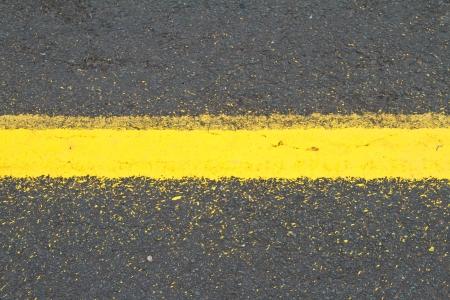 divides: La carretera de asfalto