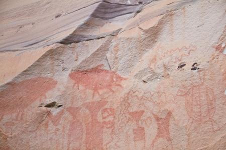 Edad de Piedra: pintura sobre la pared de piedra ser la edad prehist�rica dibujo alrededor de 3.000 a�os, a patam de Ubonratchathani tailandia