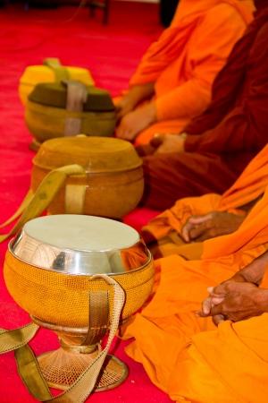 limosna: Tazón de monje