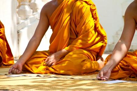 rituales: monjes y los rituales religiosos en el templo tailand�s