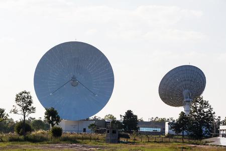 antena parabolica: Gran plato de sat�lite