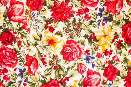 Fleurs rouges sur le tissu Banque d'images - 88675549