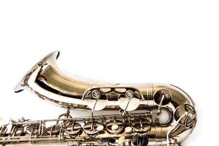 Saxofoon op witte achtergrond