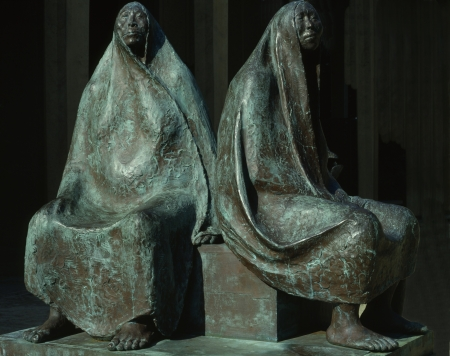 bronz: Francisco Zuniga, Mother and daughter seated