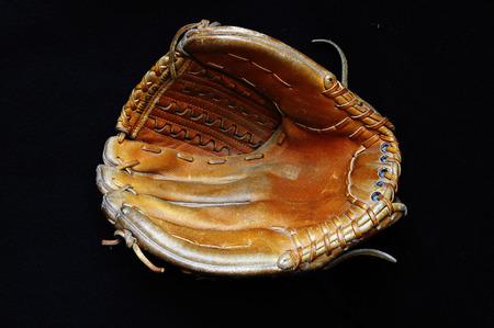 guante de beisbol: Guante de b�isbol aislado Foto de archivo