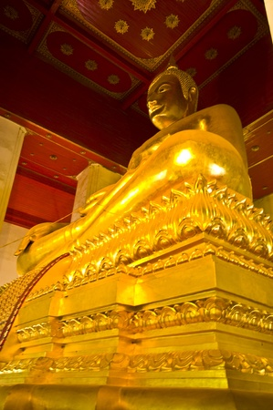 huge golden buddha statue in the Viharn Phra Mongkol Bo-Bitr in Ayutthaya Stock Photo - 9195418
