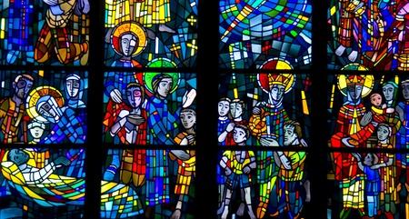 glas kunst: gebrandschilderde ramen van een kerk in Bochum