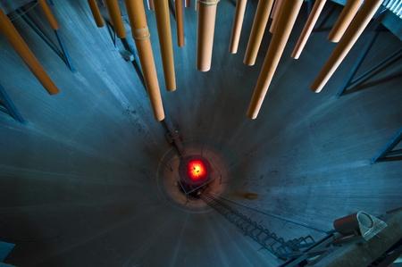 disused: interior de una torre de digesti�n en desuso con muchos tubos Foto de archivo