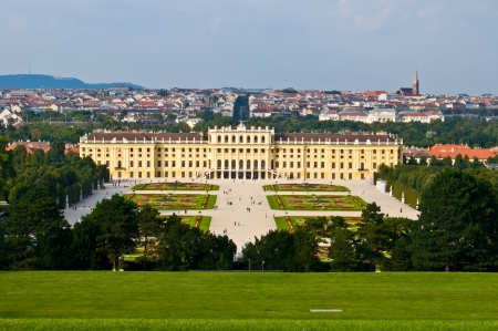 schoenbrunn: view of the palace Schoenbrunn in Vienna