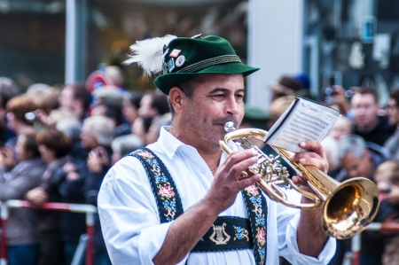 wiesn: Parade of the hosts of the tents of the Oktoberfest
