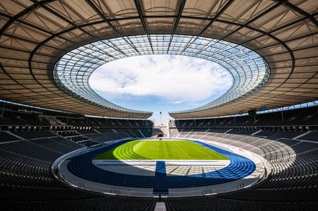 uitzicht van het Olympisch Stadion in Berlijn op een zonnige dag