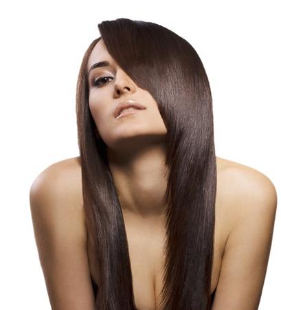 Portrait der schönen jungen Frau mit langen, geraden braunes Haar posiert auf weißem Hintergrund Standard-Bild - 10175031