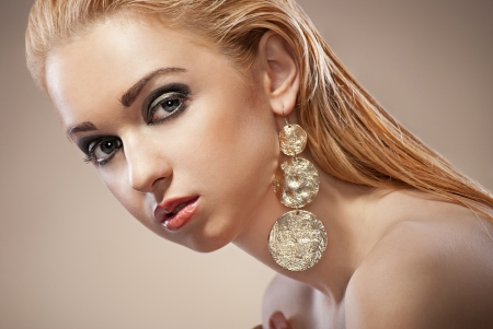jewelry model: Beautiful woman with evening make-up  Jewelry and Beauty  Fashion photo