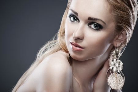 Beautiful woman with evening make-up  Jewelry and Beauty  Fashion photo photo