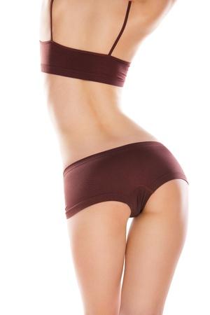 cintura perfecta: Vista trasera de una mujer caucásica hermosa en ropa de deporte, aislado en fondo blanco