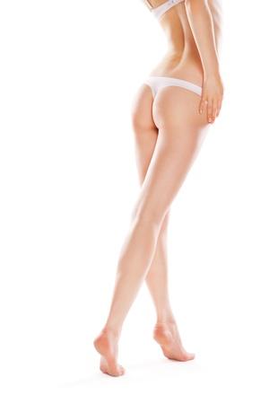 cintura perfecta: Vista trasera de una mujer cauc�sica hermosa con piernas largas, aisladas sobre fondo blanco
