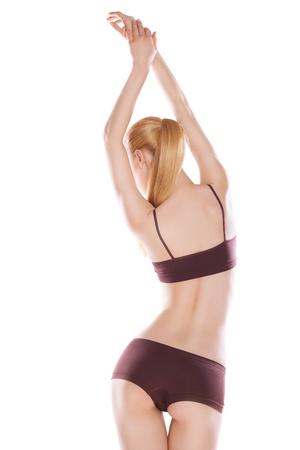 cintura perfecta: Vista trasera de una mujer cauc?sica hermosa en ropa de deporte, aislado en fondo blanco