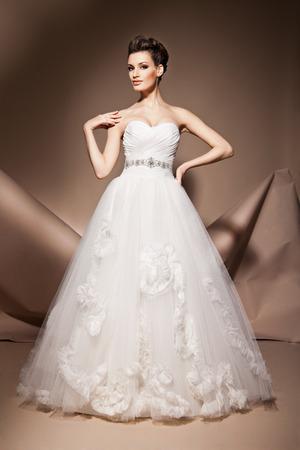 The beautiful young woman posing in a wedding dress Standard-Bild