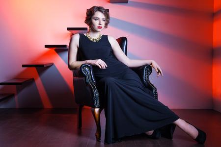 mujer elegante: