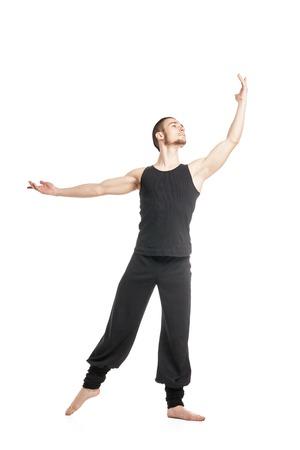 ballet hombres: Retrato de bailarina de ballet masculino en la presentación negro con el brazo raised.Isolated