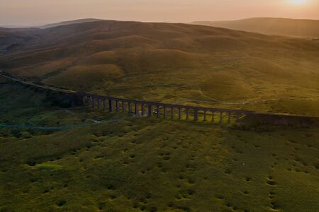 Sunset over Iconic Yorkshire Landmark Ribblehead Viaduct Banque d'images