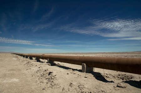 petrochemistry: Tuber�a oxidada a trav�s del desierto de Atcama, Chile. Foto de archivo