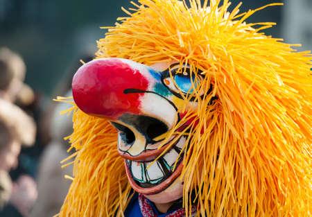 nariz roja: Gran máscara Waggis riendo con gran nariz roja en el Carnaval de Basilea
