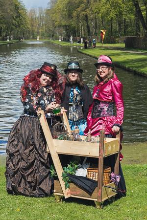 Haarzuilens, Países Bajos - 24 de abril de 2016: ninfas del bosque en la Elf Fantasy Fair (Elfia), un evento de fantasía al aire libre en los Países Bajos.