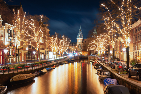 Amsterdam, The Netherlands, December 26, 2017:  The Spiegelgracht in the old town of Amsterdam with the Rijks Museum in the background Stockfoto - 109378116