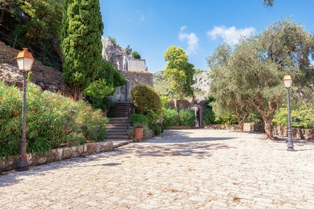 The entrence to the cemetery  of the  picturesque medieval village of Eze in France 版權商用圖片