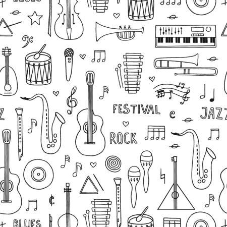Musikalischer Hintergrund. Nahtloses Muster mit Hand gezeichneten Gekritzelmusikinstrumenten auf weißem Hintergrund.