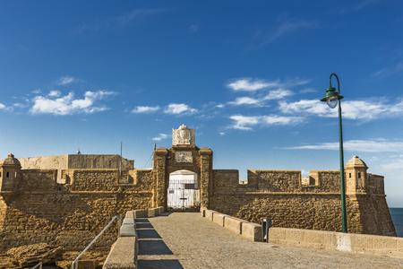 The front gate and fortress walls of Castillo de San Sebastian