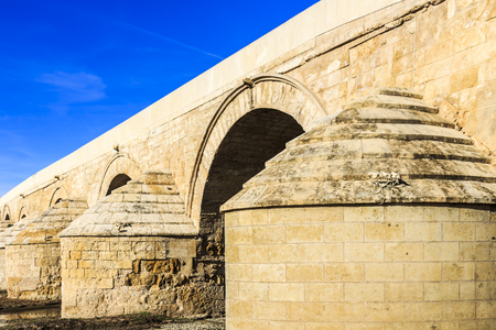 The abutment structures of the Roman bridge of Cordoba